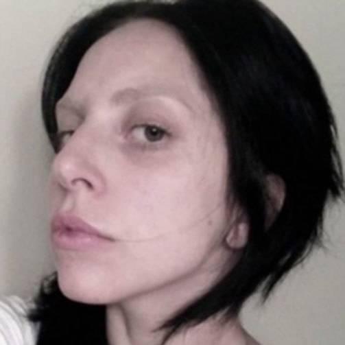 Гага леди без макияжа